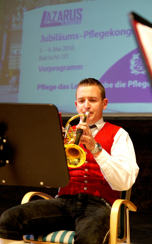 Oliver J. Hofer (20) spielte im Bläserquartett Kirchstetten auf