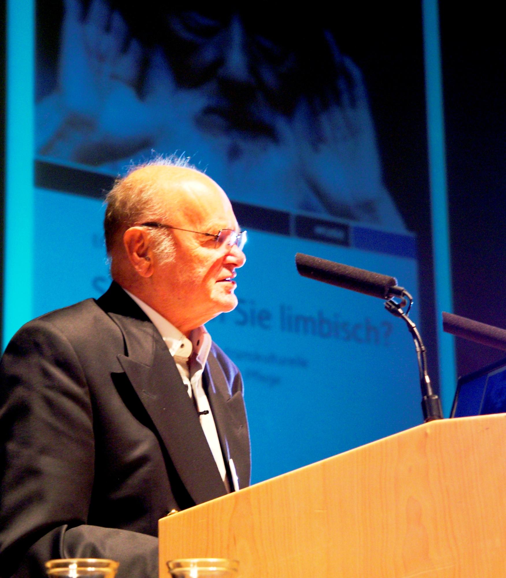 LAZARUS Ehrenpreis-Träger Prof. Erwin Böhm präsentierte sein neuestes Buch: