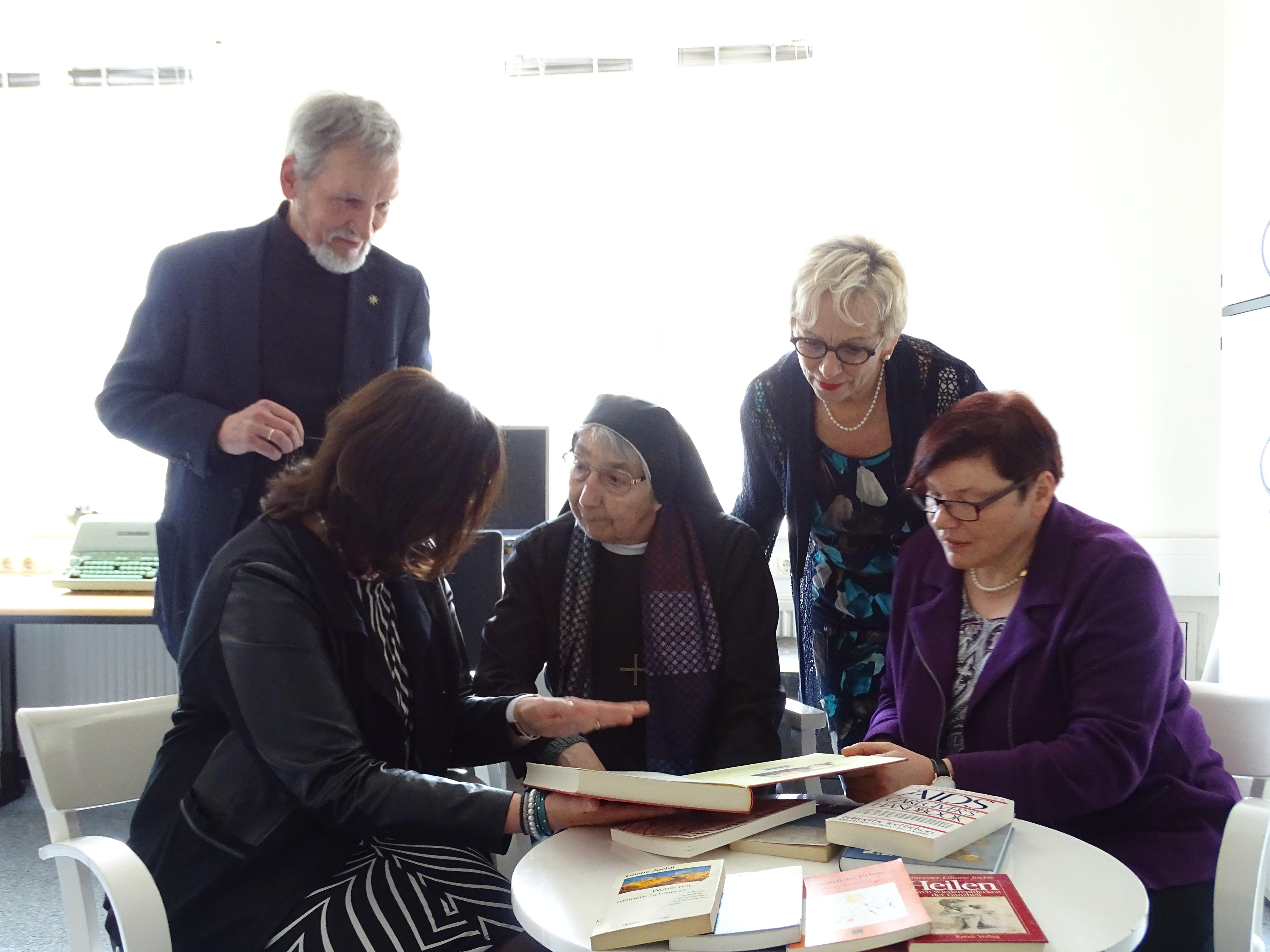 Rege Erinnerungsarbeit über 50 Jahre Pflegeausbildung im Wandel der Zeit