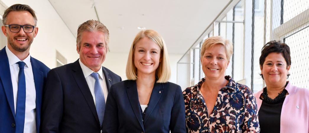 Gruppenbild-Pflegekampagne-OÖ-13-10-2018