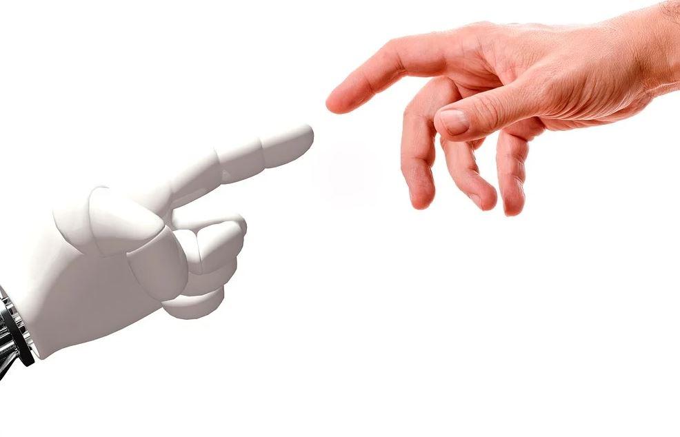 Hand_Roboter_Mensch_c_Pixabay_lizenzfrei